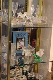 LALIQUE ITEMS, INCLUDING PERFUME BOTTLES