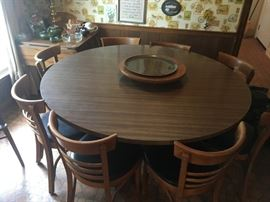 Dining / Banquet Table, seats eight (8) with Chairs.  Great Condition!