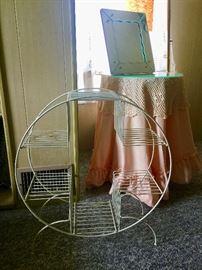 Vintage wire plant stand round