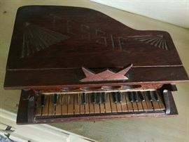 Piano sewing box antique