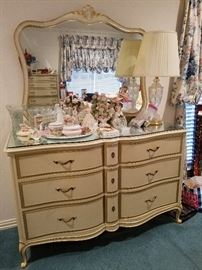 Drexel Ladies Dresser with Mirror