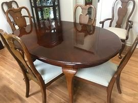 Cherry Dining Room Table w/ 6 Chairs, 2 leaves, and pads