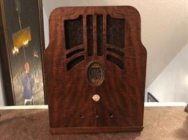 Vintage Radio Cabinet/no guts