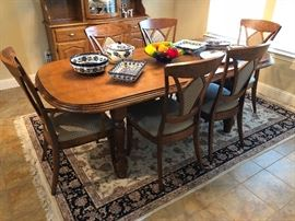Solid oak made in Belgium dining table with 6 chairs and leaves