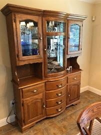 Nice solid oak china hutch (lighted)