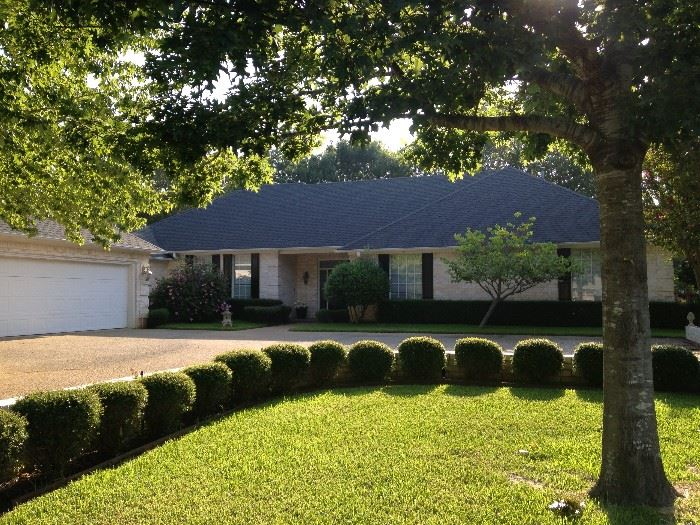 This lovely 3226 square foot Hollytree home is for sale and offered by Shelia Dixon with Showcase Realty.