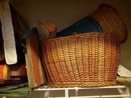 Very large wicker basket, other decor.