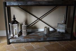 Entry Table, Decor
