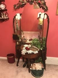 Deco dressing stand