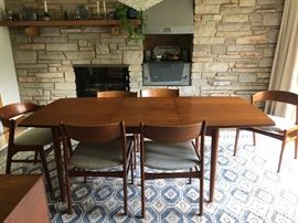 Mid Century Dining Table & 6 Chairs