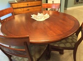 Ethan Allen pedestal table with leaf & 6 custom upholstered chairs