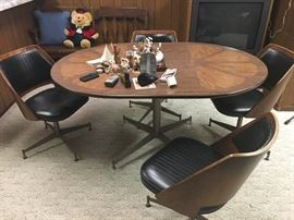 Mid Century Modern Brody table and chairs