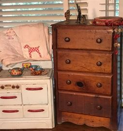 Our Vintage Americana room holds charming vintage toys, antique quilts, a 1930s bedroom set, baskets, and more.