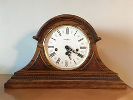 $100 Howard Miller Mantle Clock Oak Perfect Condition Chimes on quarter hours