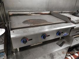 Globe hard griddle, Natural gas   CALL NOW (760) 975-5483      (760) 445-8571
