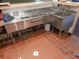 80 inch triple bar sink with separate SS single sink   Equipped with McCann multiple carbonator   CALL NOW (760) 975-5483     (760) 445-8571    ********$250 sink set**********$100 carbonator*********