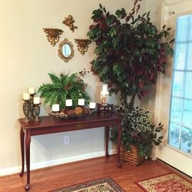Console table and decorative accessories