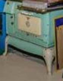 VINTAGE STOVE - close up coming soon!  It's really in great shape!