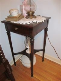 Nightstand and chamber pot with lid