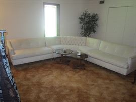 willing to pre-sell this awesome sofa sectional in excellent condition, she must of just took the plastic off $900