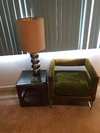 Mid century chrome lamp and end table. There is antheee piece table set.