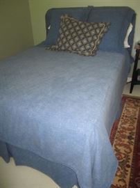 FULL SIZE BED WITH DEMIN LINENS