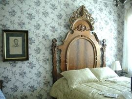 Beautiful Carved Antique Carved Walnut Lincoln Bed.