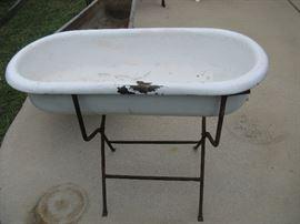 ANTIQUE METAL & PORCELAIN CHILD'S BATH TUB ON STAND