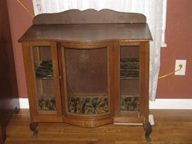 BEAUTIFUL ANTIQUE DISPLAY CABINET FROM ENGLAND