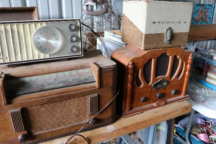 Vintage/ antique radios, clocks, cameras, typewriters