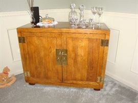 Beautiful HENREDON Dining Room Bar/Cabinet