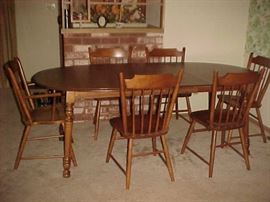 Tel City Dining Table w/2 Leaves, 1 Arm Chair & 5 Side Chairs