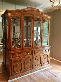 A Nice Serenade Thomasville Dining Set Includes Table (w/ 2 Leaves & Pads), 6 Chairs, China Cabinet & Buffet.