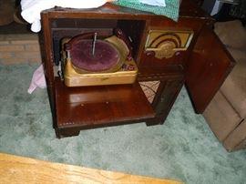 Vintage Zenith G884 Radio / Record Player Cabinet