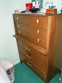 Drexel dresser - part of a nice bedroom set