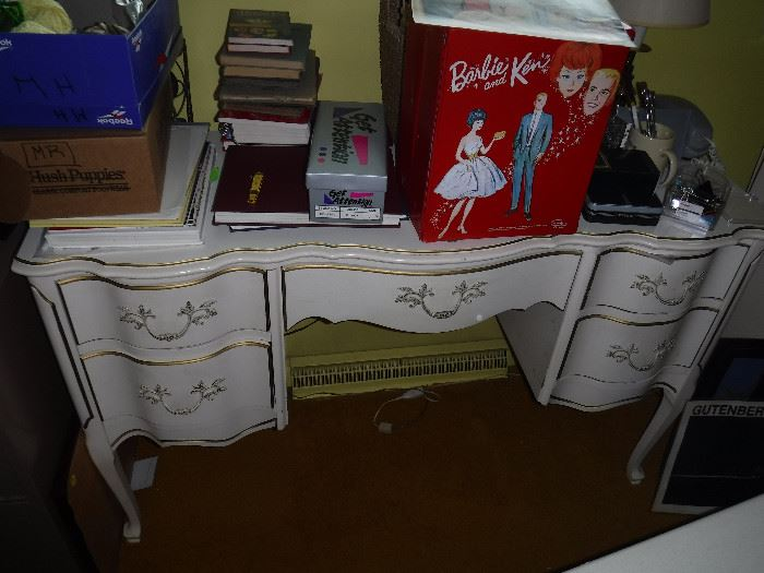 Beautiful Desk - part of a 3 piece set