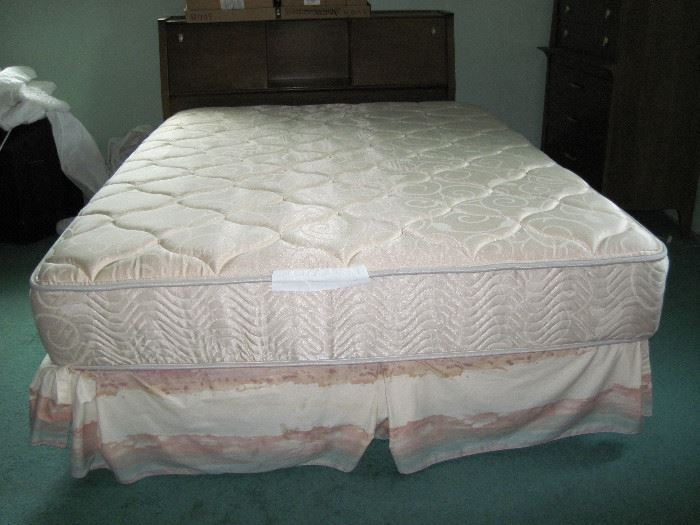 Bed with Drexel headboard - part of set with 2 dressers
