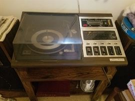 Zenith turntable & 8 track w/speakers
