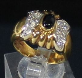 18K Yellow Gold Ring Ring Size 6, 16-1.8 MM Cubic Zirconia And 1- 6 X 4 MM Oval Onyx. 8.7 Grams LR 20