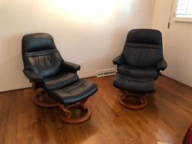 2- Ekornes Stressless  Recliners Black Leather in Like New Condition