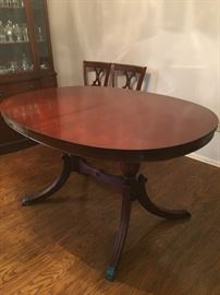Beautiful Duncan Phyfe style dining table.  Has one leaf, optional glass top
