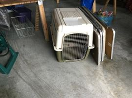 dog crate in good condition