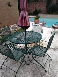 Umbrella and table with 4 spring chairs