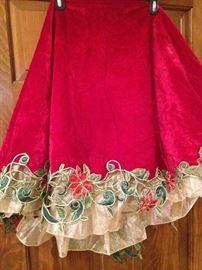 Lovely Christmas tree skirt