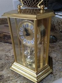 Mantel / desk clock