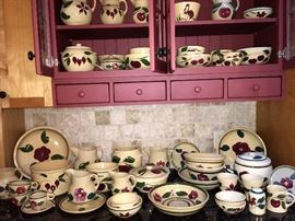 LARGE COLLECTION OF VINTAGE  WATT  WARE POTTERY