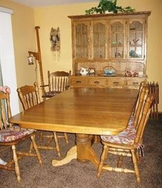 Amish made oak table, 6 chairs and 4 leaves                              BUY IT NOW  $ 485.00