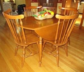 Ethan Allen drop leaf table w/ 2 leaves, 6 chairs, table pads