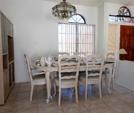 Beautiful Creamy White Dining Table & Chairs.