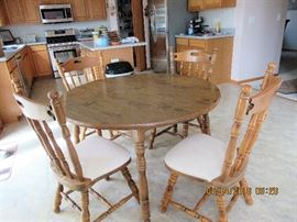 Great formica top kitchen table and 6 chairs, table has 2 extensions for the larger family gatherings